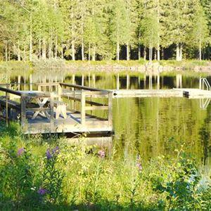Brygga vid sjön i Navardalen.