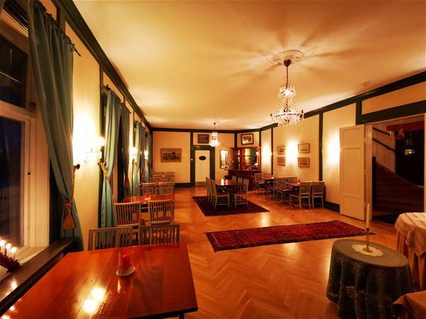 Interiörbild Ulfshyttans Herrgård i öppet samlingsrum.