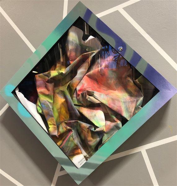 © Copy: Rikke Lundgreen, ett skå på en vägg med en målning inuti