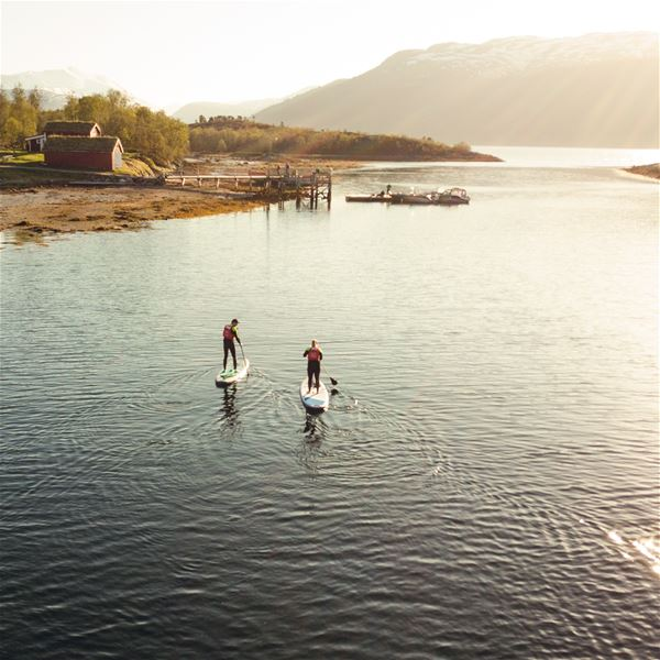 © Senja Moments, Two guests stand up paddling