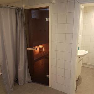 Dusch och toalett samt bastu.