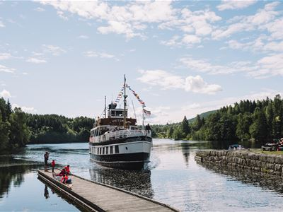 Straand Hotel: Canal package from Skien –accommodation in Vrådal