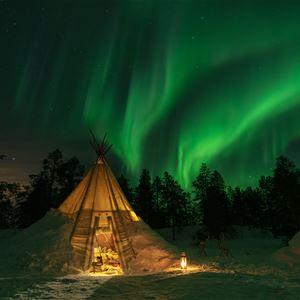 © Malangen Resort, Nordlys over lavvo
