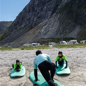 Hallvard Kolltveit, Camping by the midnight sun - Lofoten Beach Camp