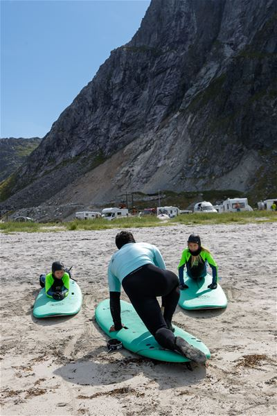 Hallvard Kolltveit, Camping by the midnight sun - Lofoten Beach Camp