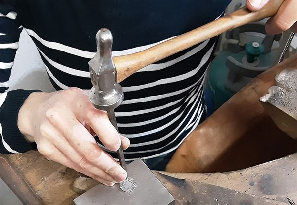 Stage de ciselure : fabriquer ses propres bijoux en argent (adultes)
