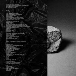 © Copy: IntraGalactic, En sten och en lång text bredvid