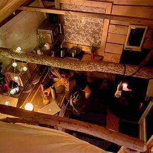 Tiny House sett från sovloftet.