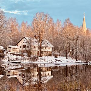Vy över sjön, Vilan och Tint House.