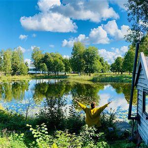 Romantiskt Tiny House i grönskande trädgård