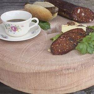 Kaffe och korv serverat på Orsasten.