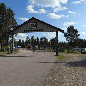 Entréporten till campingen sommartid.