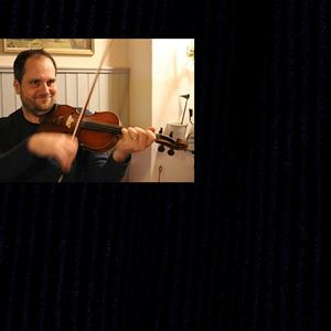 Johan Nylander som spelar fiol.