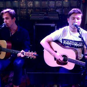 Trubaduurit Edvard & Fredrik soittavat Arken Gardenissa