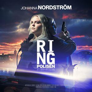 © Copy: https://ringpolisen.se/ , Kvinna med mikrofon framför landskap