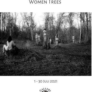 """Galleri Skarpans: """"Women Trees"""" av fotokonstnären Tiina Tahvanainen"""