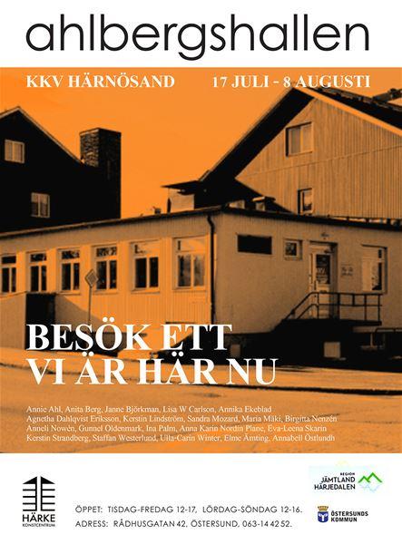 © Copy: https://kkvh.se/UTSTALLNING-Ahlbergshallen , Bild på byggnad i oranget ljus