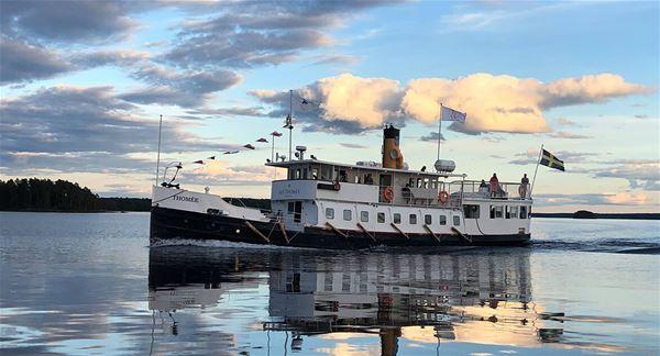 Fartyg på stilla vatten
