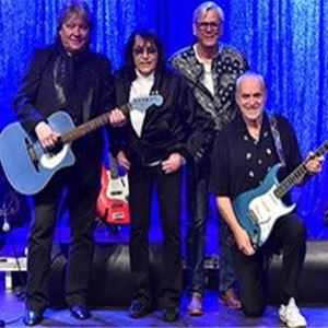© Copy: https://www.ticketmaster.se/event/hits-of-the-60-s-the-original-artists-biljetter/601947, fyra män på en scen, varav två håller i varsin gitarr