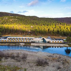 Arctic Wilderness Lodge