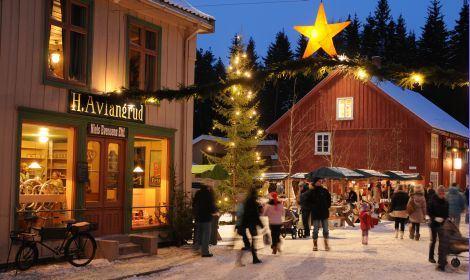 Esben Haakenstad,  © Maihaugen, Bilde fra julemarked i Maihaugen